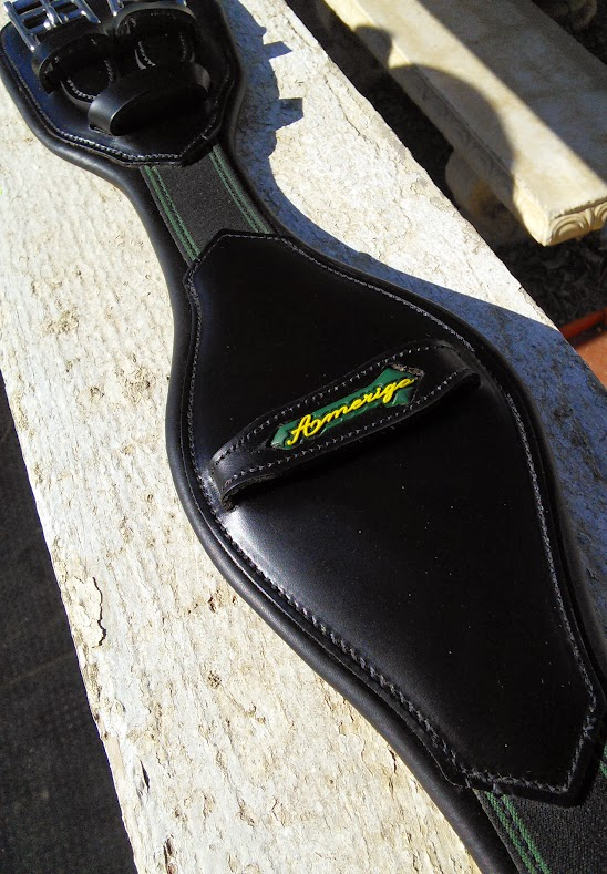 Amerigo Short Girth With Elbow Contours For Better Fit